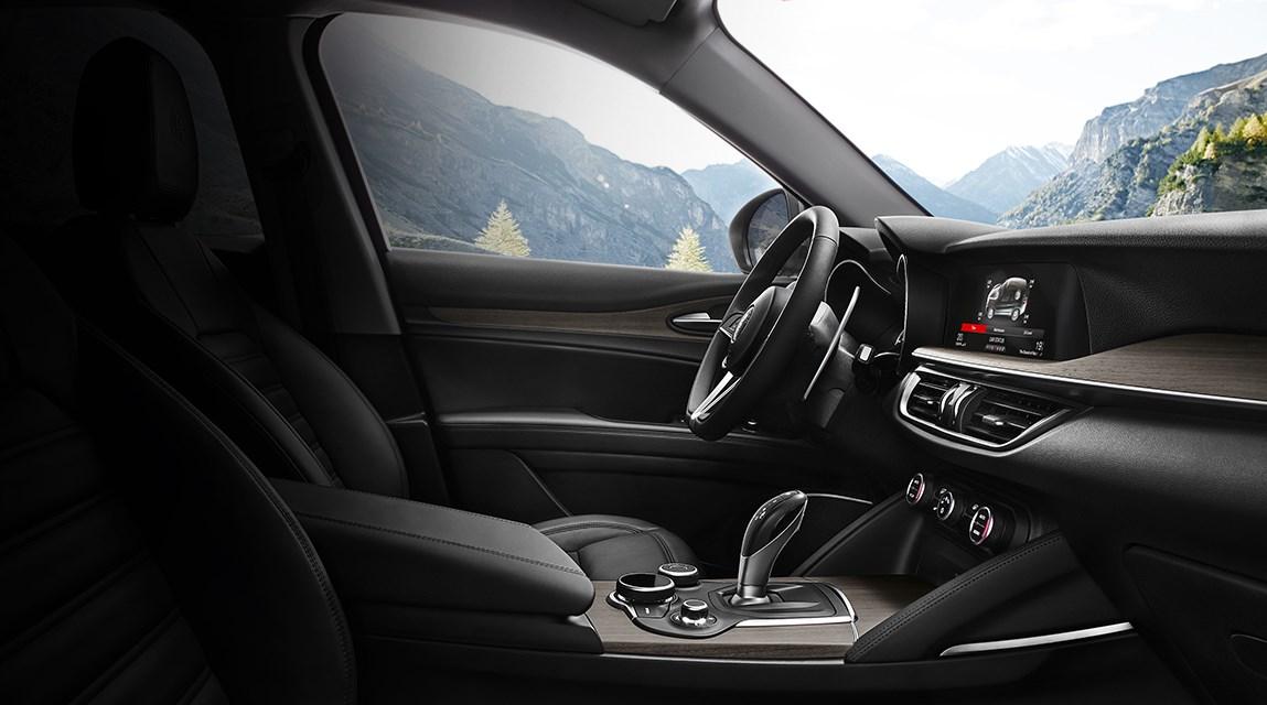 Alfa-Romeo-Stelvio-intrieur-siges-volant